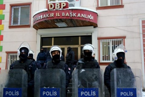 Turkish riot police outside Democratic Regions Party (DBP) headquarters in Diyarbakir/Amed, January 2016. REUTERS/Sertac Kayar