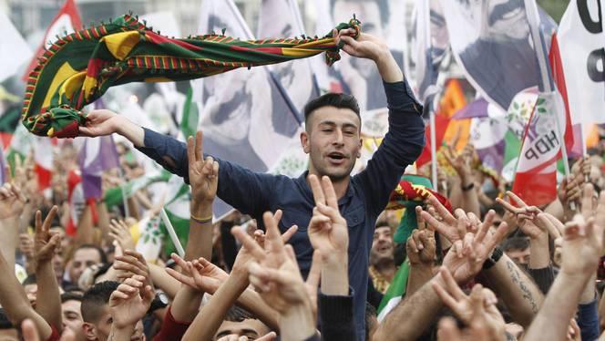 HDP-aanhangers vieren hun verkiezingsoverwinning, 8 juni (c) EPA
