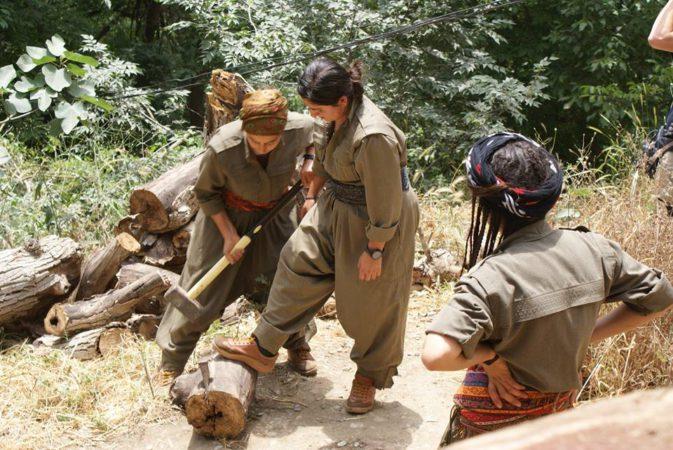 Vrouwen aan het werk in een vrouwenkamp (c) Ludo De Brabander