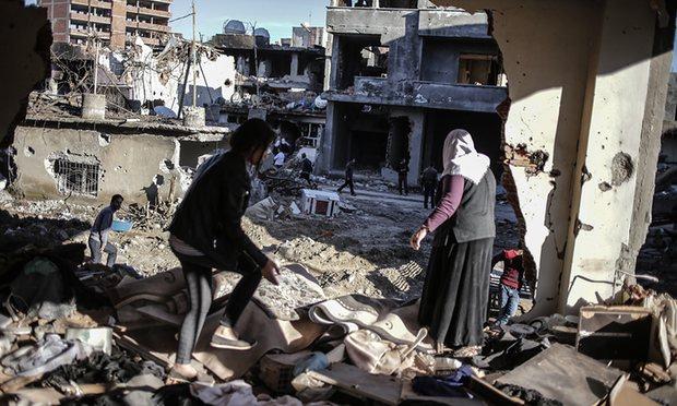 L'État Turc est en train de commettre un massacre dans la ville de NUSAYBIN!