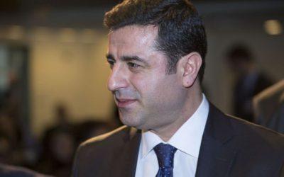 Turks-Koerdisch toppoliticus stelt zich presidentskandidaat vanachter de tralies