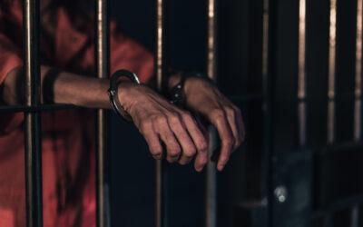 """""""Massaal veel gevangenen op vrije voeten"""" – Rojîn Ferho in MO* over het coronagevaar in de gevangenissen wereldwijd"""