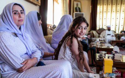 """Getuigenissen van Yezidi-vrouwen geven gestalte aan het woord """"genocide"""" — Artikel Béatrice Delvaux in Le Soir (19-10-2021)"""